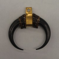 708 - Black / Brass - Claw Medallion (Package of 5)